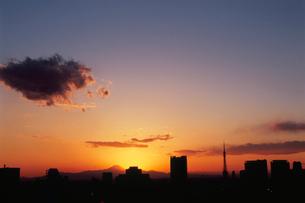 勝どきから東京タワーと富士山遠望の写真素材 [FYI03870880]