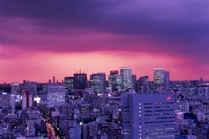 勝どきから望む丸の内方面の夜景の写真素材 [FYI03870901]