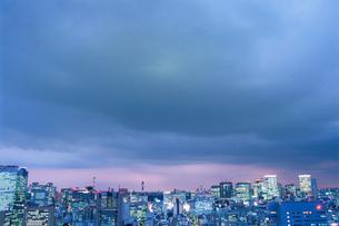 勝どきから望む丸の内と汐留方面の夜景の写真素材 [FYI03870905]