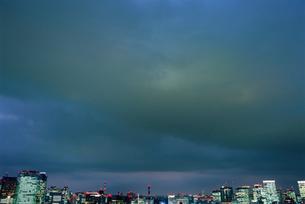 勝どきから望む丸の内と汐留方面の夜景の写真素材 [FYI03870911]