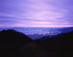 比叡山ドライブウェイから眺める琵琶湖の夜景の写真素材 [FYI03870932]