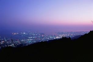 麻耶山掬星台から望むポートアイランドとハーバーランドの夜景の写真素材 [FYI03870953]