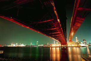 ポートアイランド北公園から望む神戸大橋の写真素材 [FYI03870959]