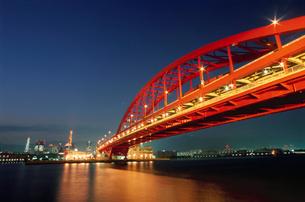 ポートアイランド北公園から望む神戸大橋の写真素材 [FYI03870960]