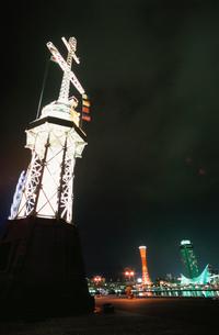 神戸ハーバーランドから望むポートタワーと神戸海洋博物館の写真素材 [FYI03870977]