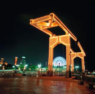 神戸ハーバーランド  はねっこ広場の夜景の写真素材 [FYI03870980]