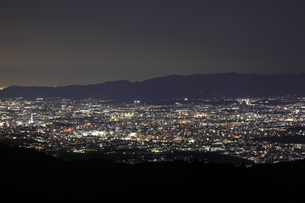 比叡山ドライブウェイから望む京都市街の夜景の写真素材 [FYI03871128]