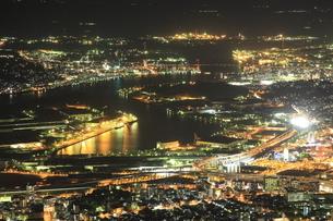 皿倉山から眺める北九州の夜景の写真素材 [FYI03871184]