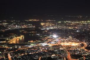 皿倉山から眺める北九州の夜景の写真素材 [FYI03871195]