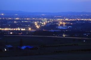 戸外炉峠駐車公園から眺める深川市街の夜景の写真素材 [FYI03871217]