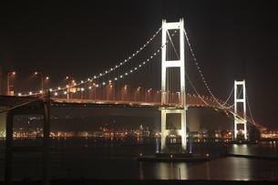 白鳥大橋展望台から望む白鳥大橋の夜景の写真素材 [FYI03871399]
