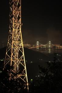 測量山から望む白鳥大橋の夜景の写真素材 [FYI03871400]