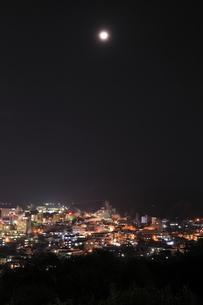 湯けむり展望台から眺める別府温泉の夜景の写真素材 [FYI03871459]