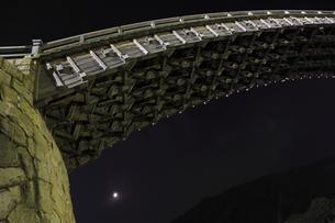 錦帯橋の夜景の写真素材 [FYI03871474]