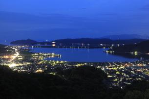 大内峠一字観公園から眺める天橋立と与謝野町の夜景の写真素材 [FYI03871481]