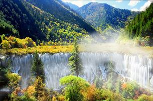 九寨溝 諾日朗瀑布の写真素材 [FYI03871929]