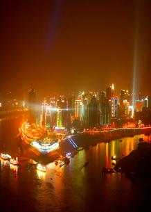 市街 夜景の写真素材 [FYI03871986]