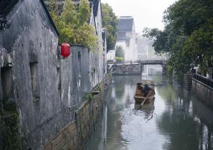 古街の運河の写真素材 [FYI03872016]