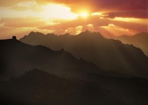 金山嶺長城の朝日の写真素材 [FYI03872052]