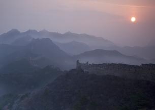 金山嶺長城の朝日の写真素材 [FYI03872057]