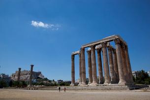 青空に映えるゼウス神殿の写真素材 [FYI03872102]