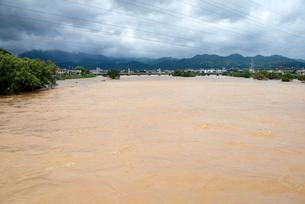 台風で増水した桂川の写真素材 [FYI03873090]
