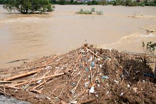 台風で増水した桂川の写真素材 [FYI03873094]