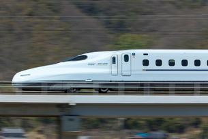 九州新幹線さくらの流し撮りの写真素材 [FYI03875594]
