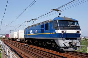 山陽本線を走るEF210-300番台牽引の貨物列車の写真素材 [FYI03875631]