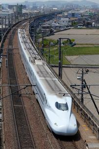 山陽新幹線を走るN700系さくら・みずほの写真素材 [FYI03875636]