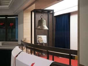 東京証券取引所 立会開始の鐘の写真素材 [FYI03876467]
