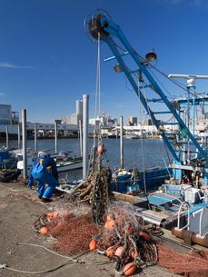底引き網漁船の写真素材 [FYI03876532]