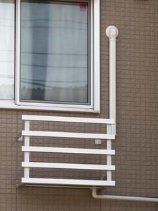 エアコン室外機設置用の金具の写真素材 [FYI03876577]