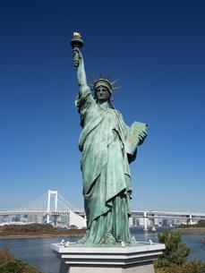 お台場海浜公園の自由の女神像の写真素材 [FYI03876696]