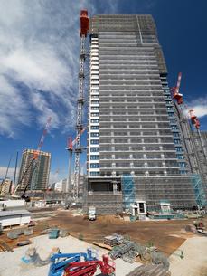 高層マンションの建設現場の写真素材 [FYI03876713]