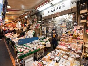 夕暮れのアメ横商店街の写真素材 [FYI03876812]