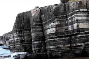 ホルンヘルス断崖 -地層がつくる縞模様-の写真素材 [FYI03876996]