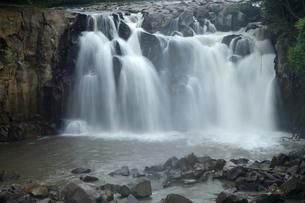 関之尾の滝の写真素材 [FYI03877003]