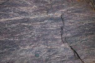 紅簾石片岩の岩石露頭の写真素材 [FYI03877012]