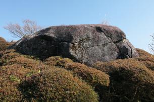 須佐高山(すさこうやま)の磁石石の写真素材 [FYI03877016]