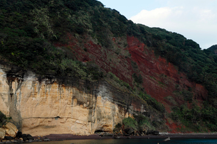 五島列島 赤岳断崖 -玄武岩噴石丘の露頭断面-の写真素材 [FYI03877051]