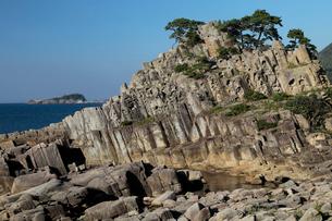 福井県 鉾島の安山岩柱状節理の写真素材 [FYI03877058]