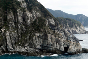 五島列島 大瀬崎断崖の砂岩泥岩互層の写真素材 [FYI03877059]