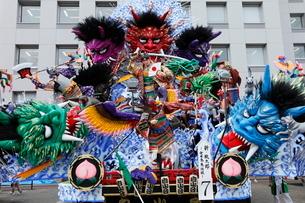 8月夏 東北の八戸三社大祭の写真素材 [FYI03877116]