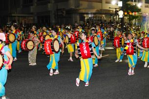 8月夏 盛岡さんさ踊り 東北の夏祭りの写真素材 [FYI03877134]