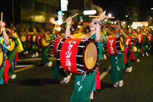 8月夏 盛岡さんさ踊り 東北の夏祭りの写真素材 [FYI03877135]