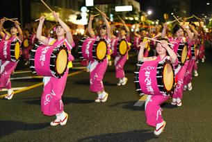 8月夏 盛岡さんさ踊り 東北の夏祭りの写真素材 [FYI03877136]