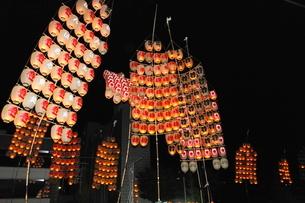 8月夏 秋田竿燈まつり 東北三大夏祭りの写真素材 [FYI03877138]