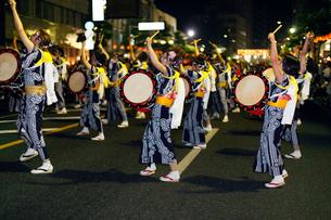 8月夏 盛岡さんさ踊り 東北の夏祭りの写真素材 [FYI03877142]