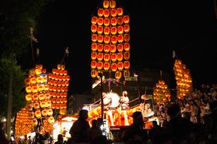 8月夏 秋田竿燈まつり 東北三大夏祭りの写真素材 [FYI03877165]